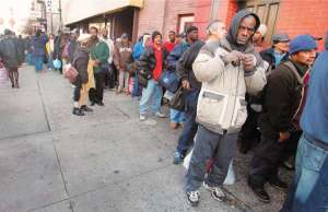 disadvantaged-americans-queue-for-aid-in-new-york3